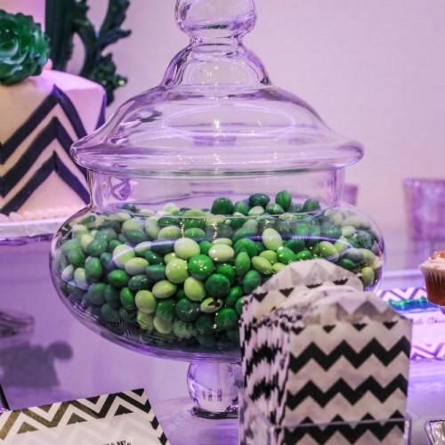 Modern winter wedding - candy bar decor