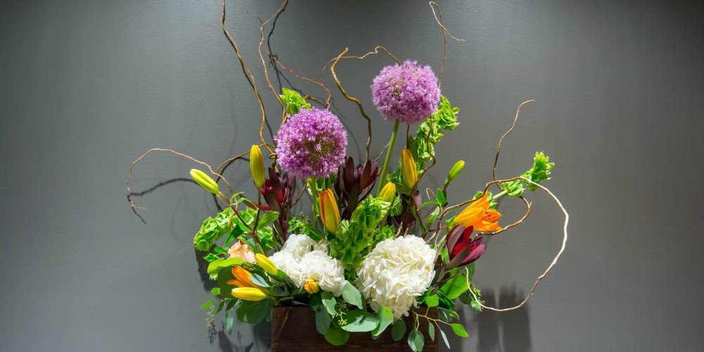 UHG Garden mantle arrangement