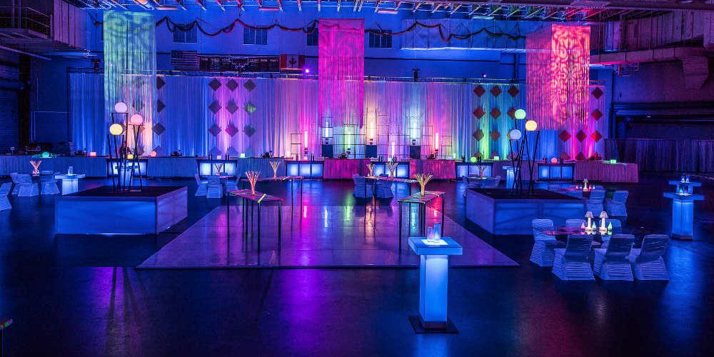 Essenta Glow Cocktail Room Front