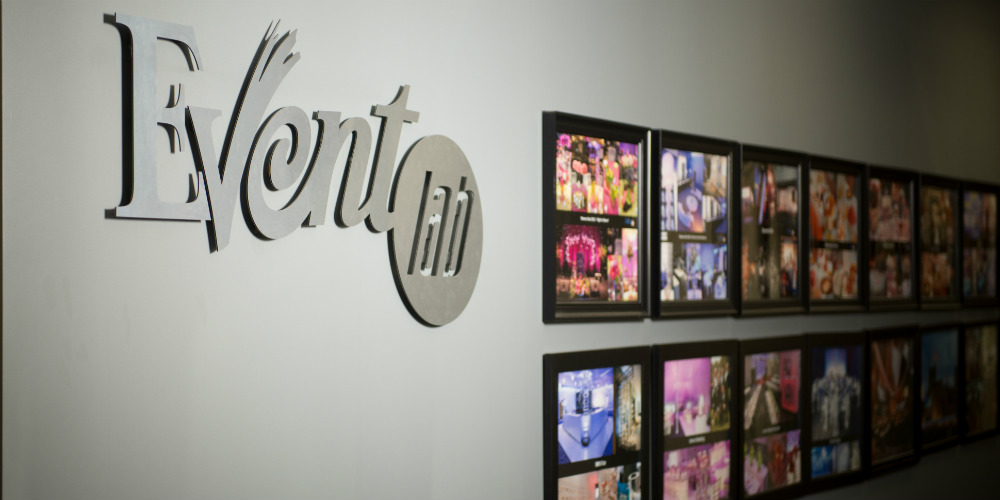 Showroom photo wall 1000 x 500