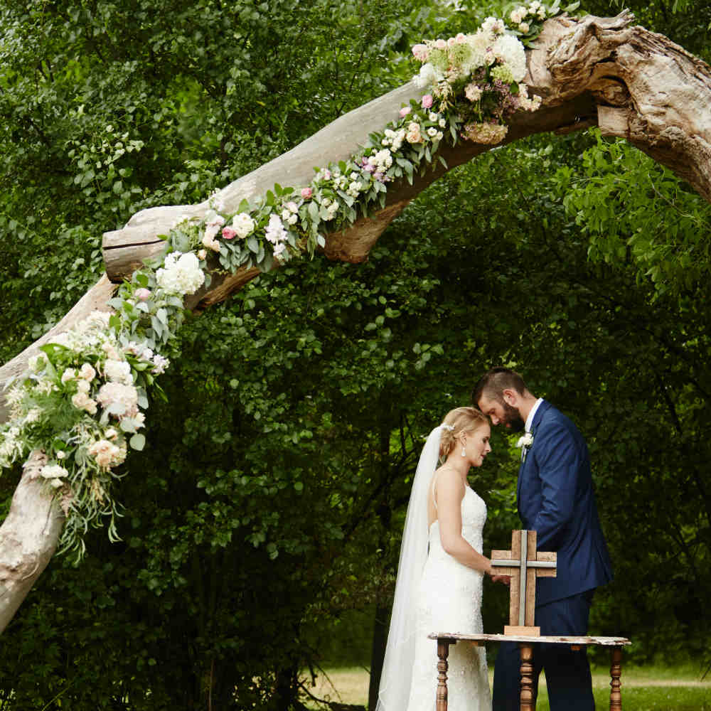 Daniels Wedding couple tree 1000 x 1000
