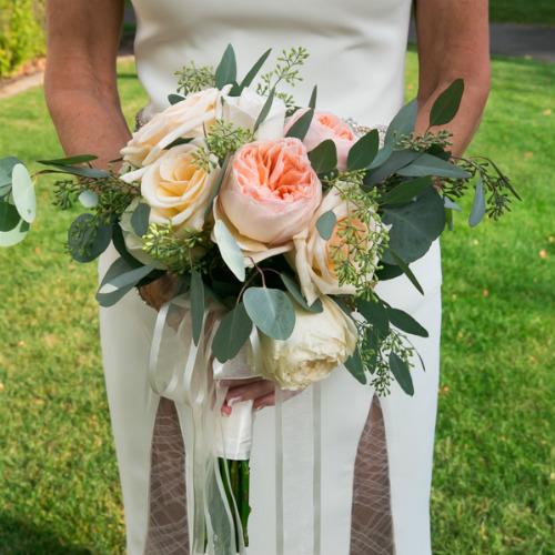 Jennifer&Charlie Spvacek Olson bride with bouquet