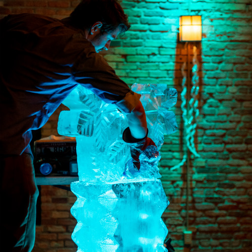 Mosaic Holiday 2018 Ice Carver